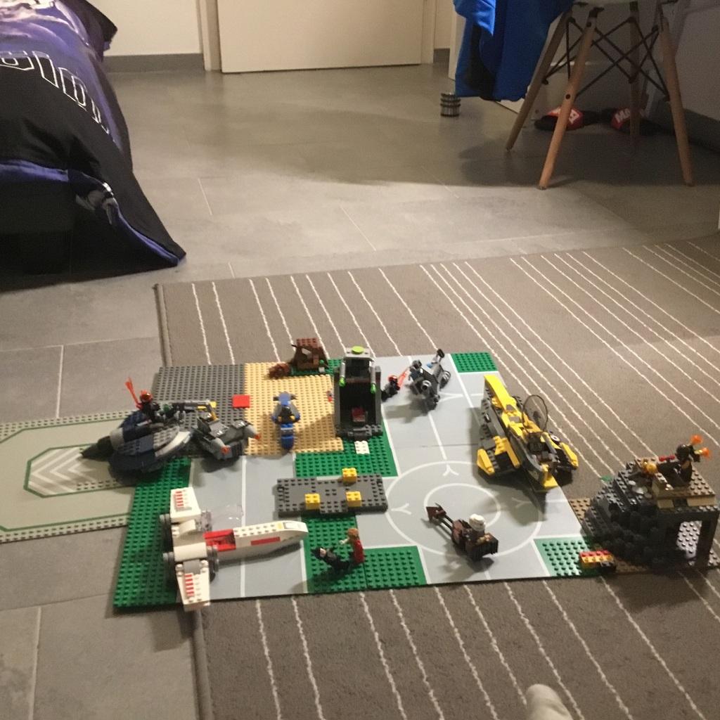 Lego MOC  mit verschieden Figuren