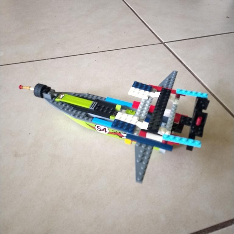 A boat/aeroplane