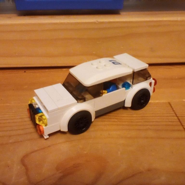 ワゴン覆面パトカー