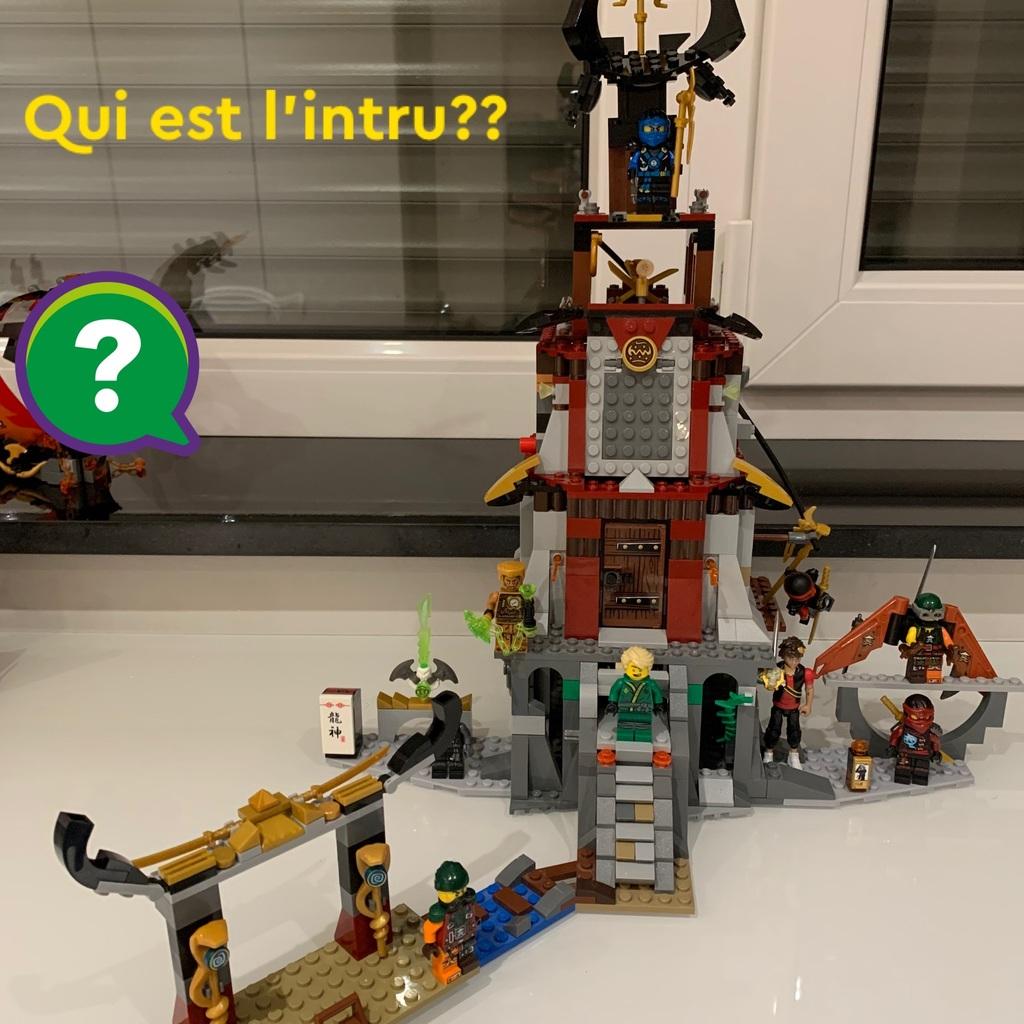 1 temple avec 1 intru dans les Ninjago