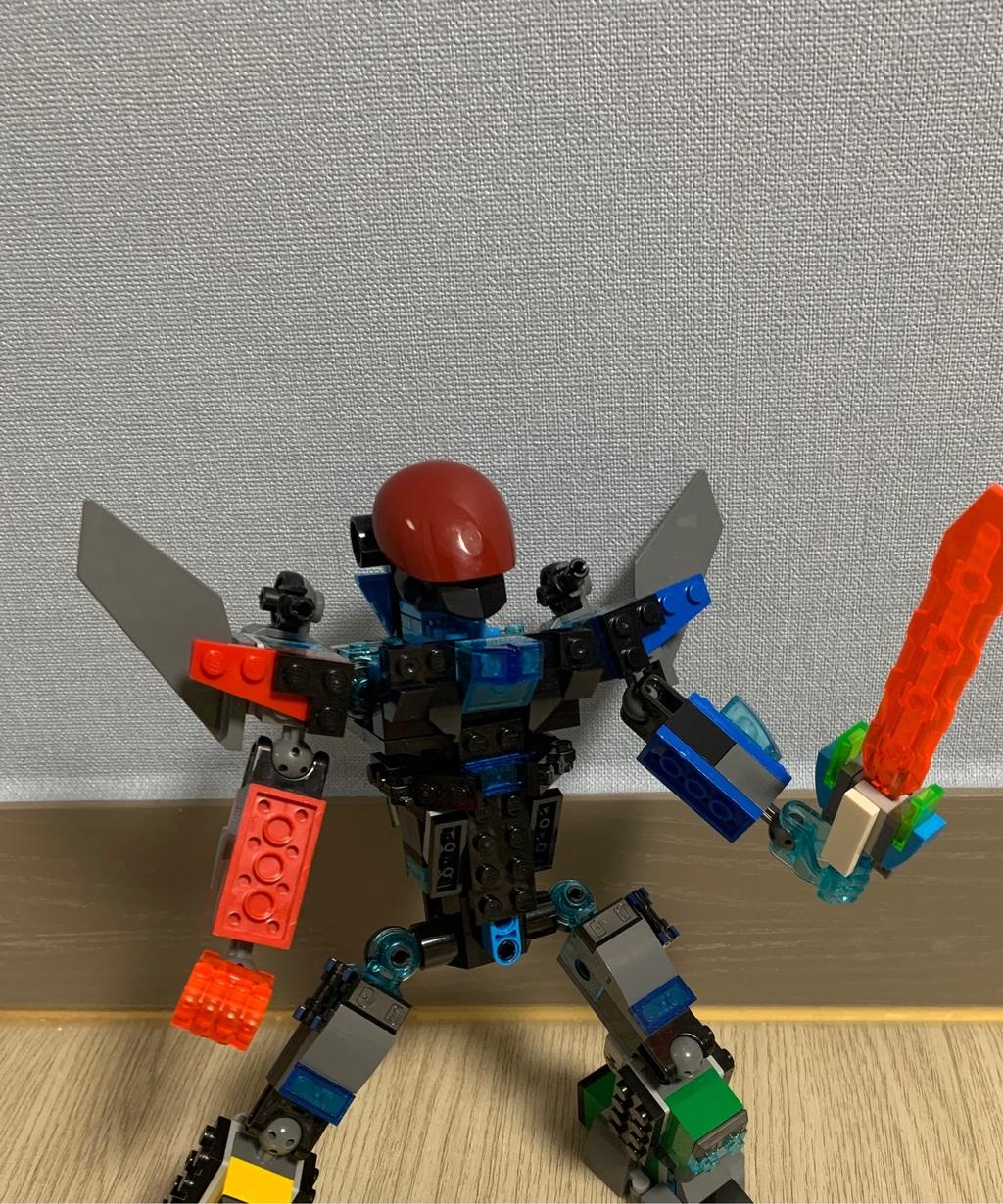 제가 만든 레고로봇이에요.