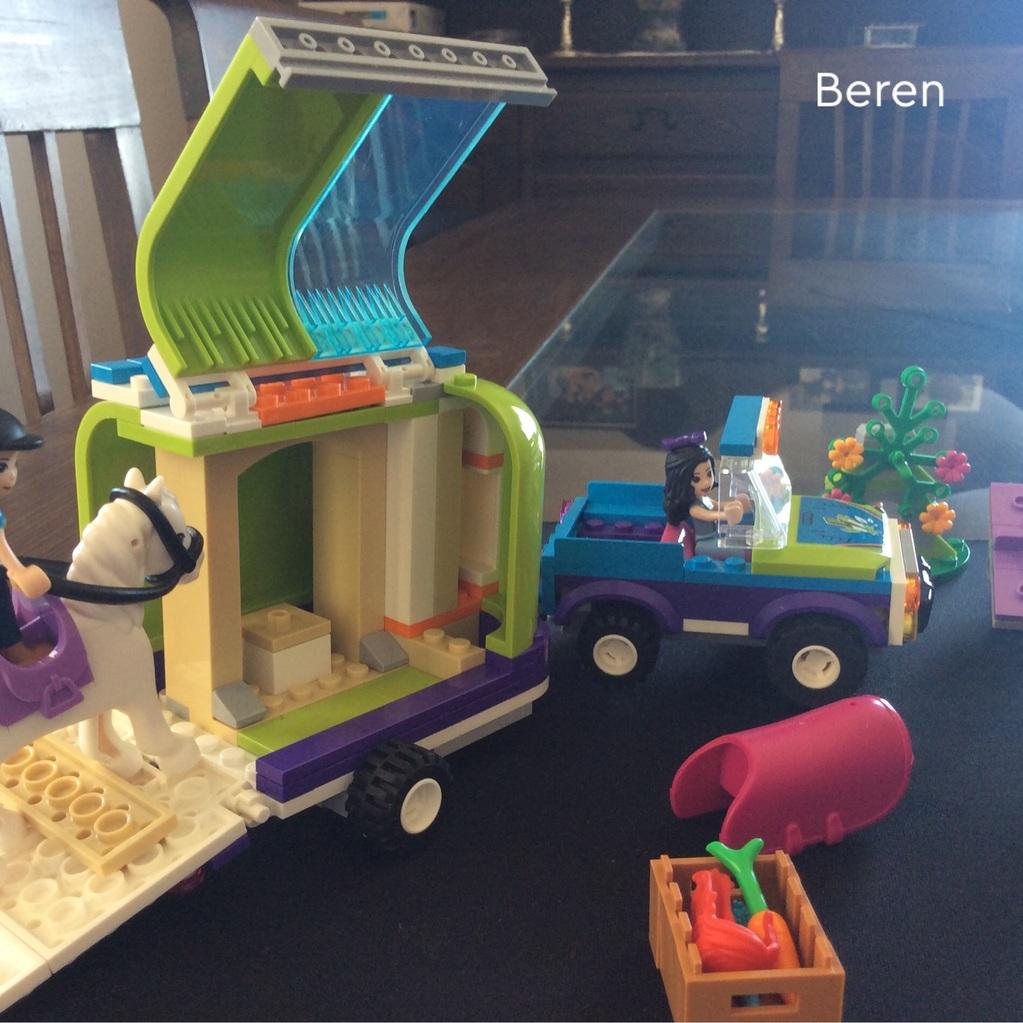Lego çiftliğe giden at karavanı
