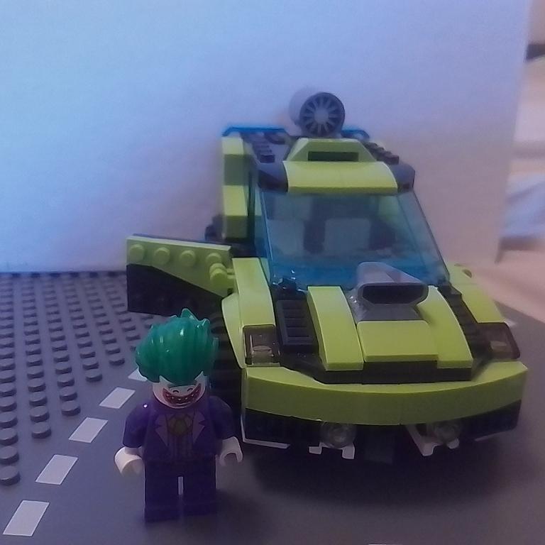Der Joker in seinem Turboauto