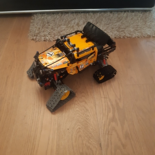 Monstertruck mit Ketten