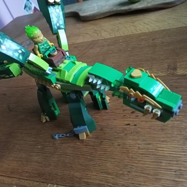Ich habe einen Drachen für Lloyd gebaut