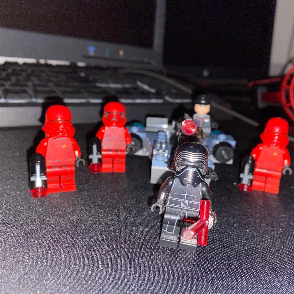 Kylo ren og hans sithtroopers