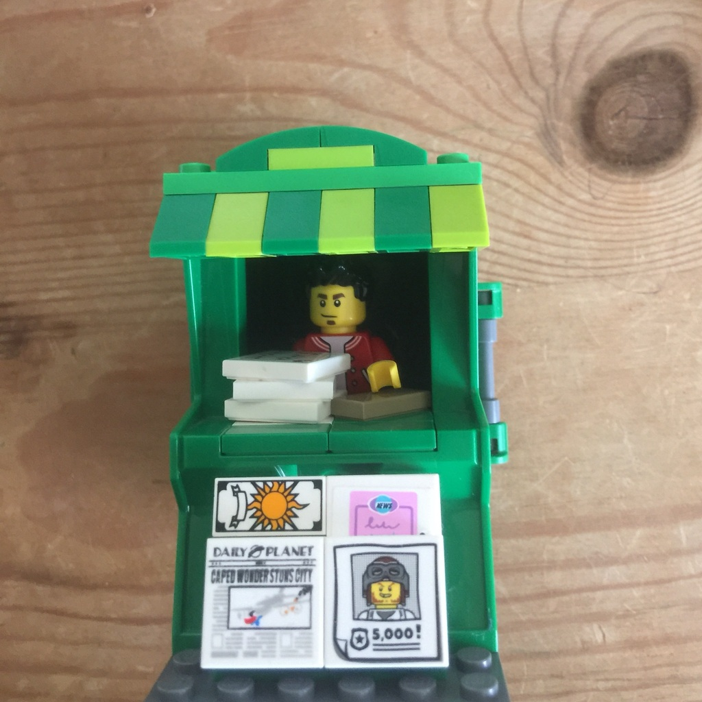 Custom Newsstand Moc