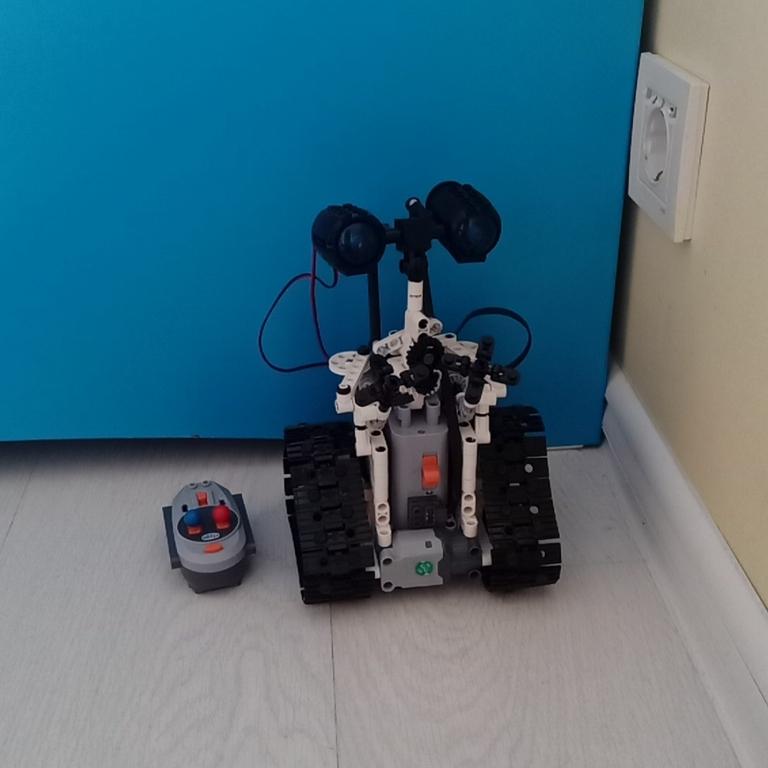 Робот Вали