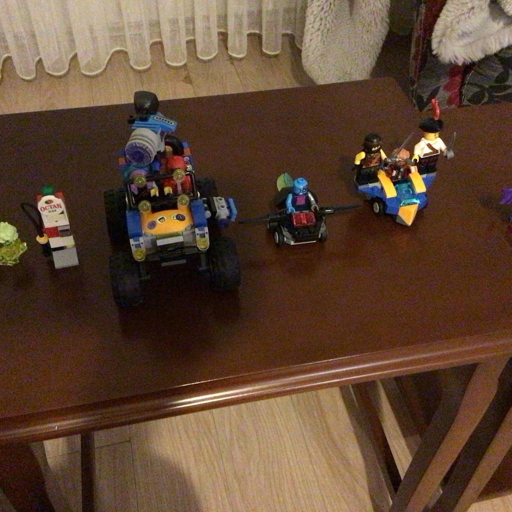 Bütün yaptığım Lego setlerini koydum