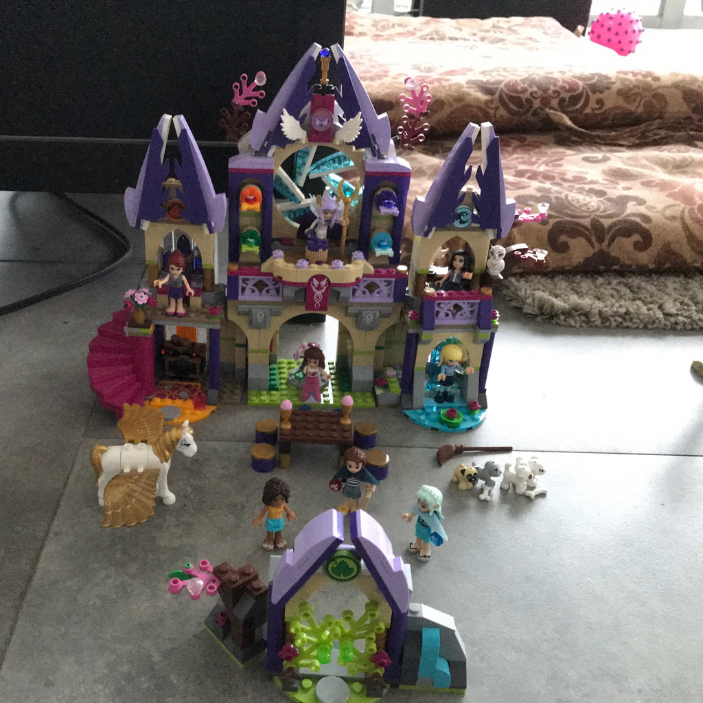 I built a lego Elves set