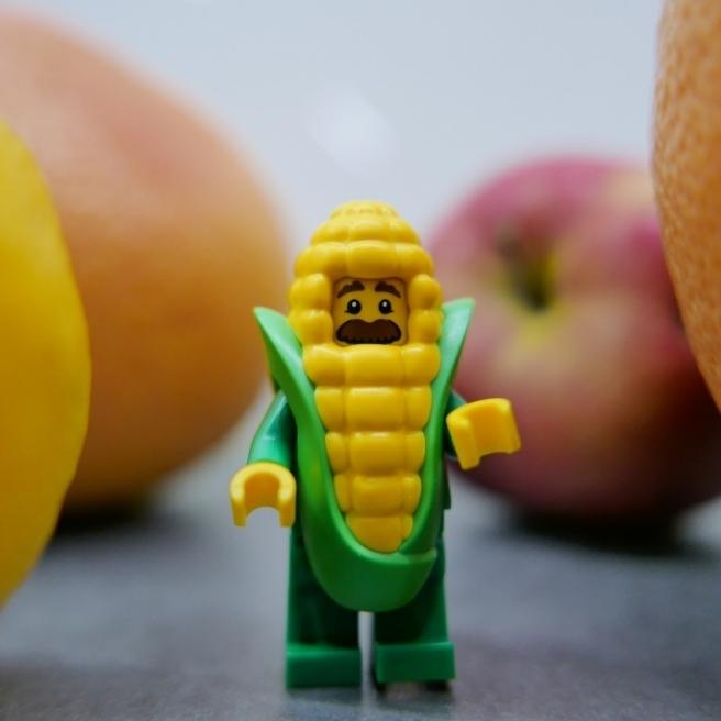 Pan kukurydza w świecie owoców