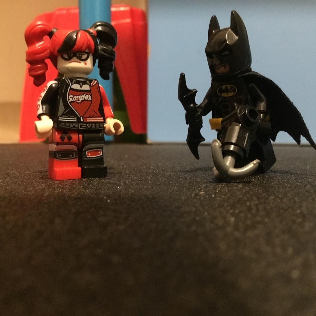 Batman 🆚 Harley Quinn !