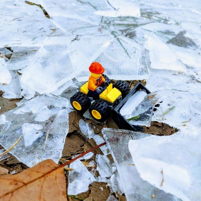 Koparka zbiera lód 🧊