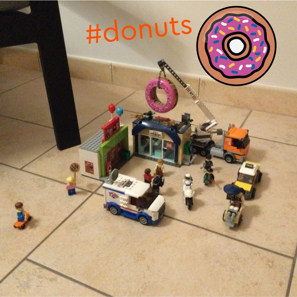 Une cafétéria et un magasin de jouets