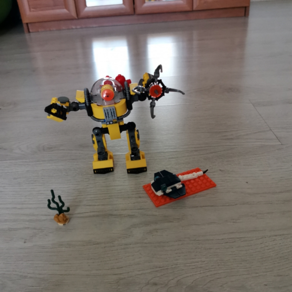 Робот-трансформер-подводник